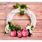 Ajtódísz - fehér koszorú rózsaszín rózsákkal (á. 36 cm)