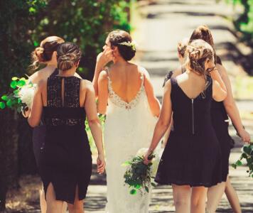 Ruhák esküvőre vendégeknek
